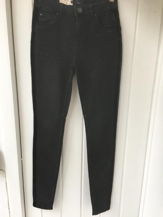 70c2579b Smalle sorte jeans med valour stribe fra Pulz. Smalle sorte jeans med  valour stribe fra Pulz