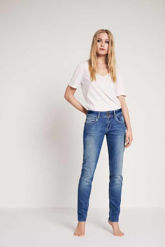 Køb Lys blå jeans model Haya fra Pulz Vivi ji.dk