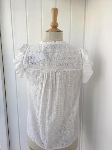 Hvid broderie anglaise top fra Soulmate.