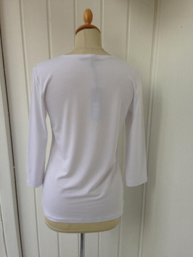 cea7358c04a5 Køb T-shirt med 3 4 ærmer i hvid fra Mongul. Vivi-ji.dk